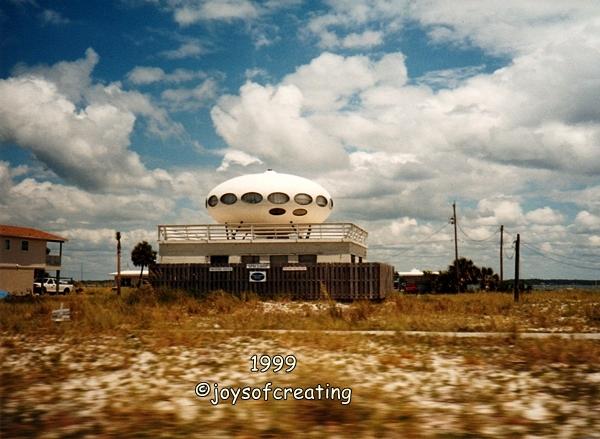 1999-ufohouse